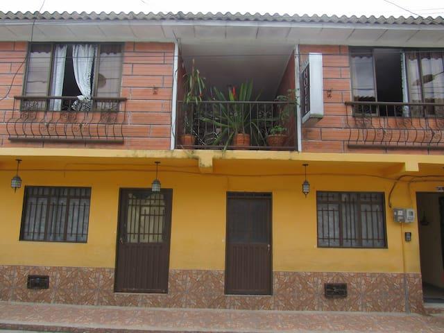 CASA HOTEL LOS FAROLES. SAMANÁ CALDAS