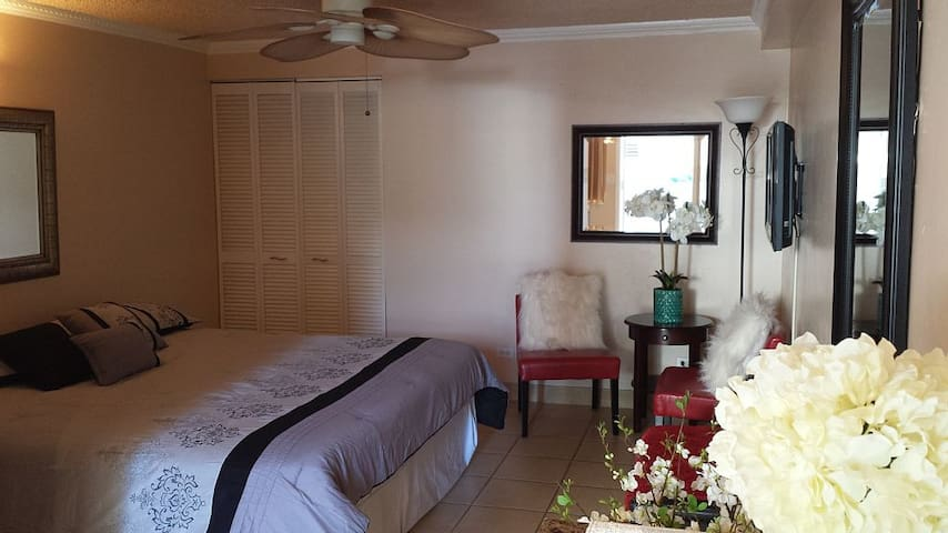 Cute Studio Close to Beach, WIFI, Only $79!!