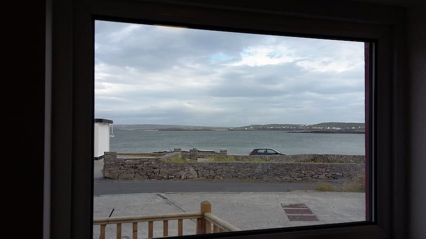Peaceful Seaside Oasis, Sleeps 4-5! - Inishmore - Daire