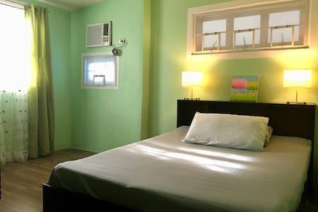 Beachfront Bungalow (Couple's Room)