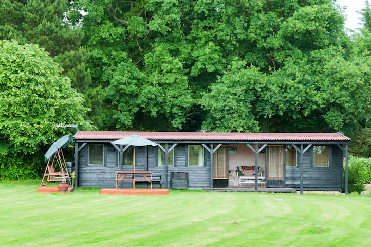 Wooden cabin in beautiful setting - Norwich - Cabana