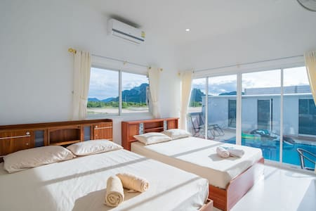 Superior room with pool and mountain views