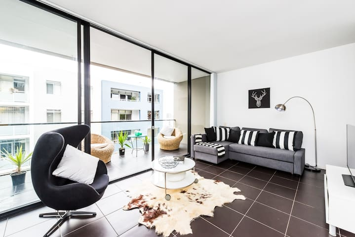 Executive Two Bed Penthouse Studio in the City - Surry Hills - Departamento