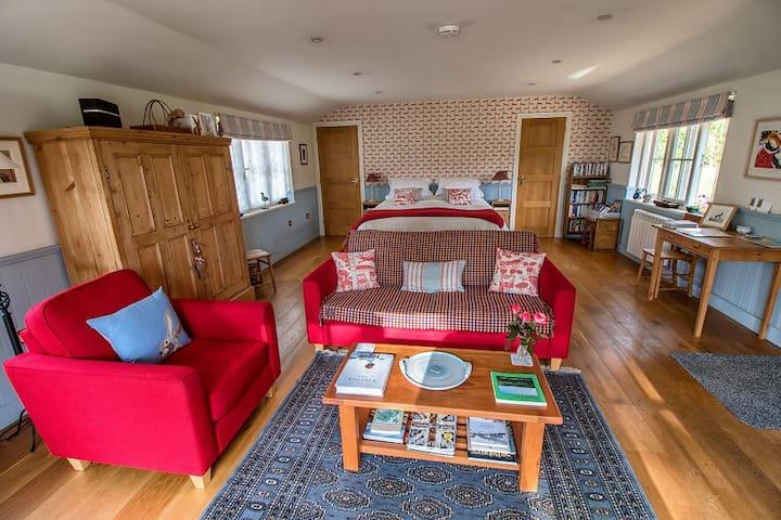 Luxury lodge in idyllic riverside setting