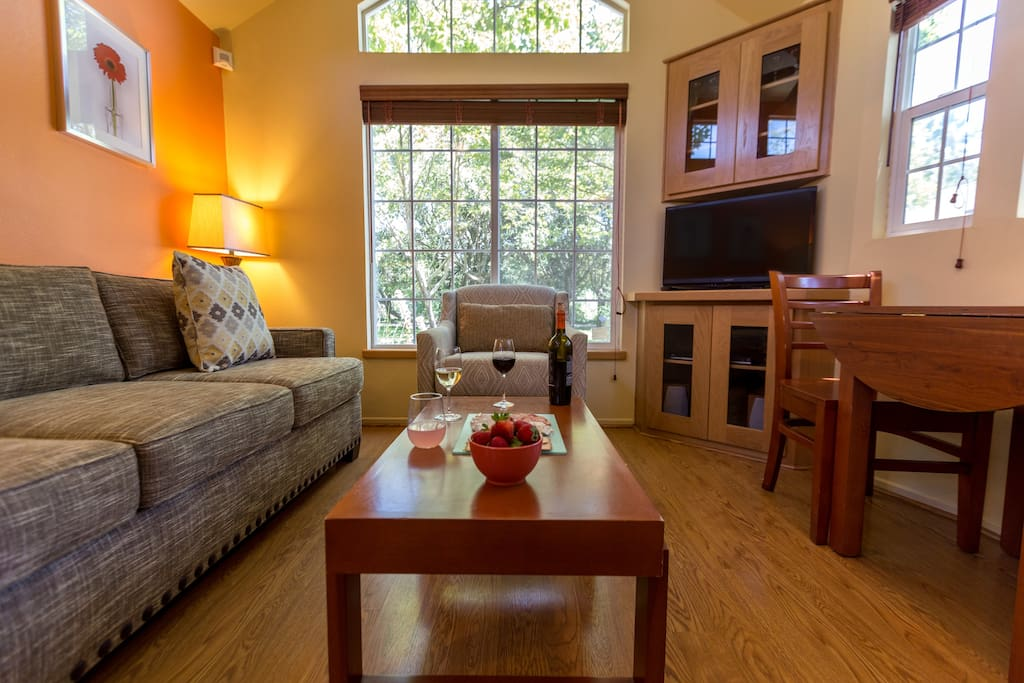 Private Quaint Cottage Along The Napa River Serviced Apartments For Rent In Napa California