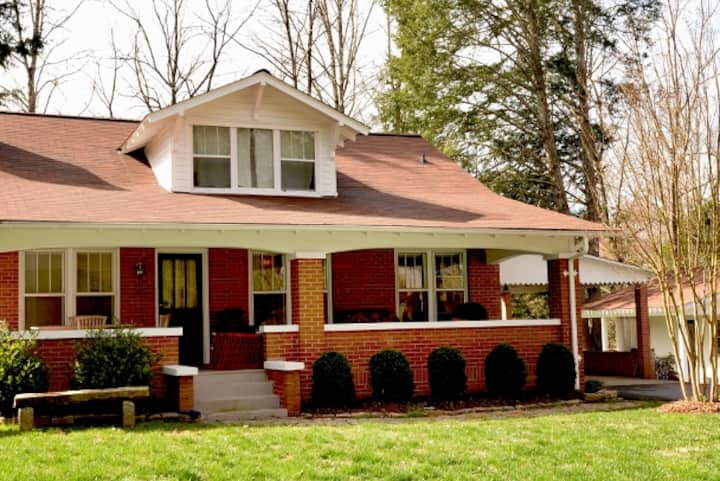 Boulevard Retreat Main House, Sleeps 7, Murphy NC