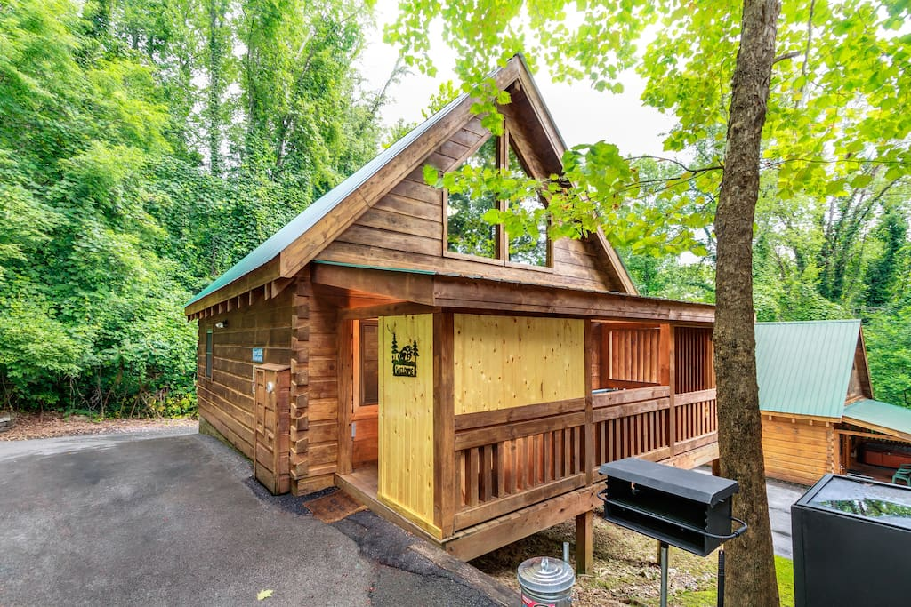 Lover 39 s loft close to downtown gsmnp cabins for rent for Cabins in gatlinburg for rent