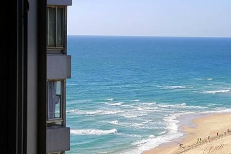Beach right below! - Bat Yam - Daire