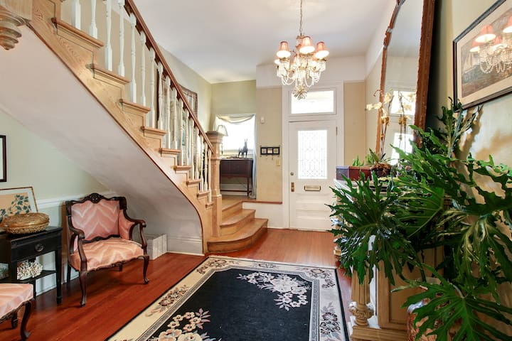 Elegant 4 BR - Victorian Home with a POOL!