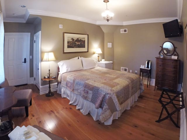 Kutz Suite at the 5-star Main Street Inn - Kutztown - Boutique-hotelli