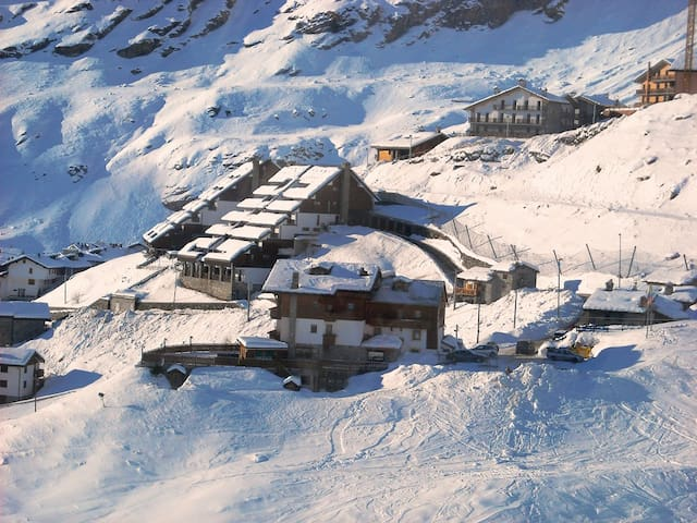CERVINIA: SKII LOVERS PARADISE