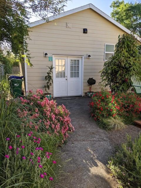 Sweet SE Studio Cottage