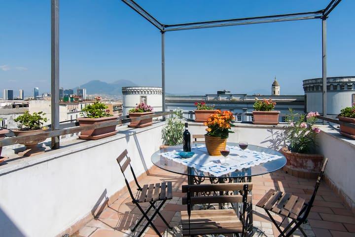 Le antiche torri ~ a romantic terrace in Naples! - Неаполь - Квартира