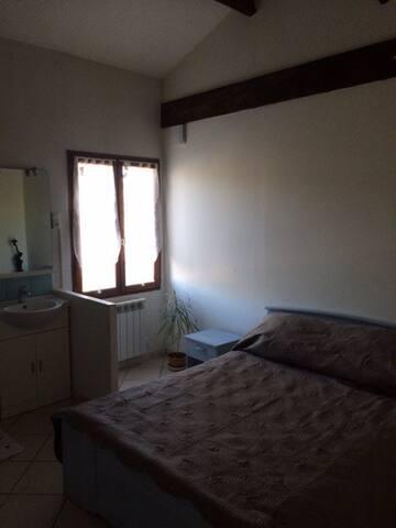 Chambre dans bastide avec chevaux - Aubagne - Casa