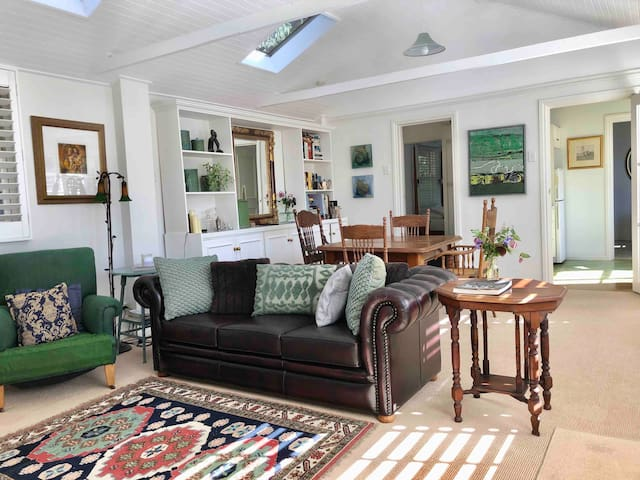 Comfortable & bright open plan living/dining room.
