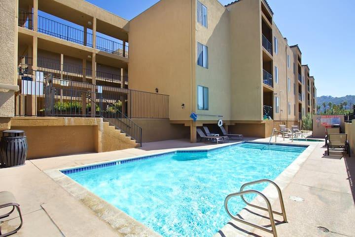 Huge 1Bed1Bath ~ Private Room ~ Pool/Gym~Gated Apt - Los Angeles