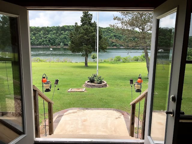 Lone Pine Lodge - Table Rock Lake Front, Swim, Fish, Water Front Access, Family Value
