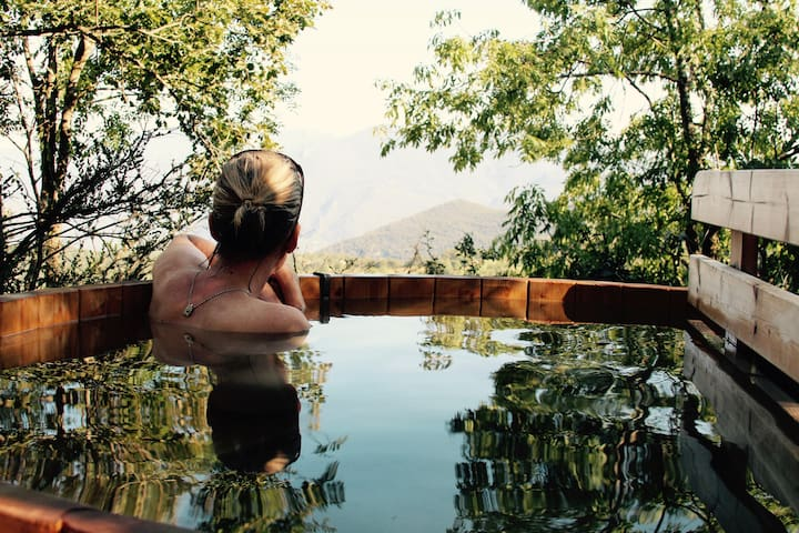 Mountain luxury with private hot tub