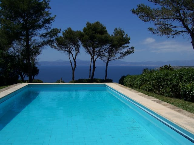 Villa 20 with spectacular sea views