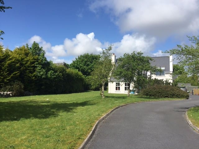 Beautiful House just outside Galway - Galway - Huis