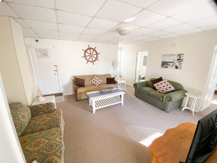Heart of Somers Point, Sleeps 7 - near everything!
