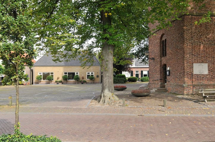 gerestaureerd pand op kerkplein - Geesteren - Mökki