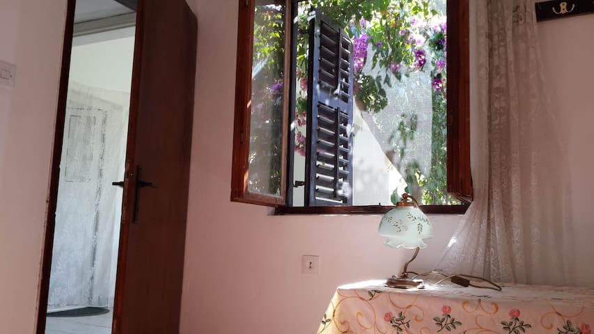 Semi-Detached Room in the Magnolia Gesthouse - Doni Štoj - 一軒家