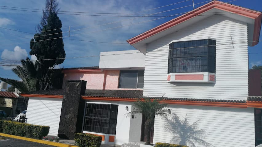 Excelente ubicación y cómoda CASA en Puebla