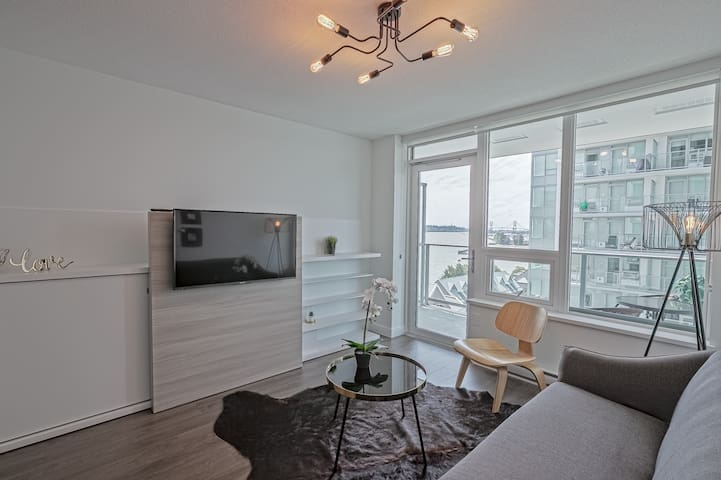 Brand New Modern 1 bedroom River view condo!