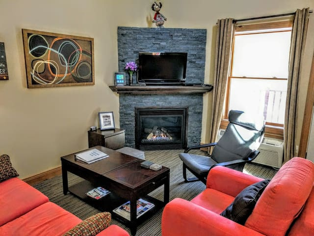 Highly Rated Condo Near Downtown - Mont-Tremblant - Lägenhet