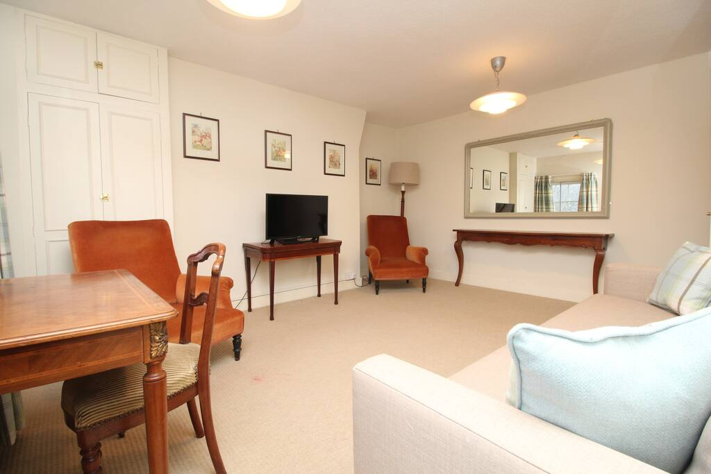 Fine country living in the heart of rutland flats for for Fine country living