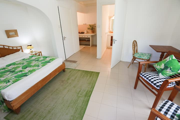 Oasis Room with breakfast, kitchenette and terrace