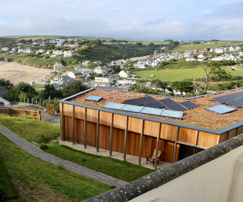 Dry Creek House guest wing with beautiful views over Polzeath Beach