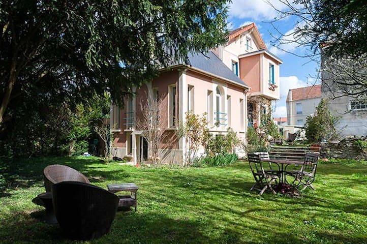 Partage Villa, jardin, bord de Marne, proche Paris