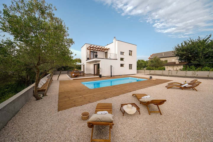 Modern new villa Suncica with pool and jacuzzi