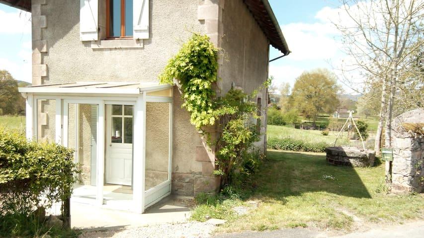 Charmante  maison dans le Parc Naturel du Morvan - Charbonnat - Hus