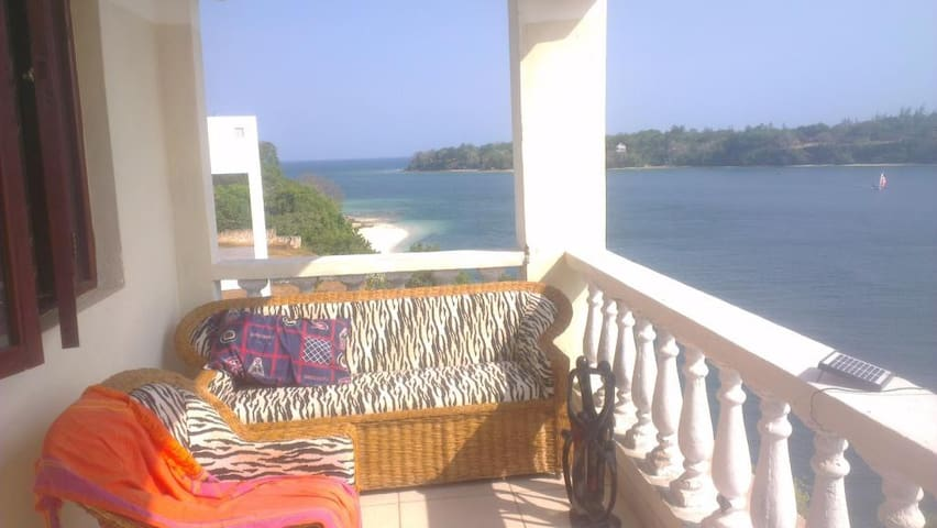 2 bedrooms apartment directly on the beach front - Kilifi