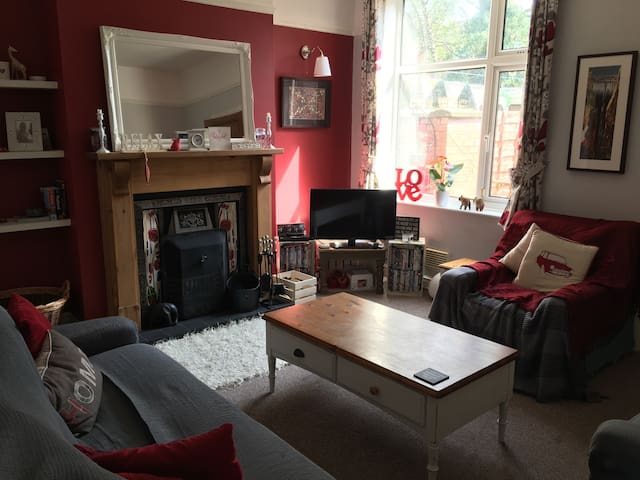 Single room near Stockport train st - Stockport - Huis