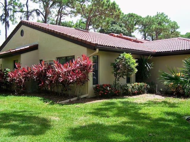 7821 Timberwood - newly remodeled villa