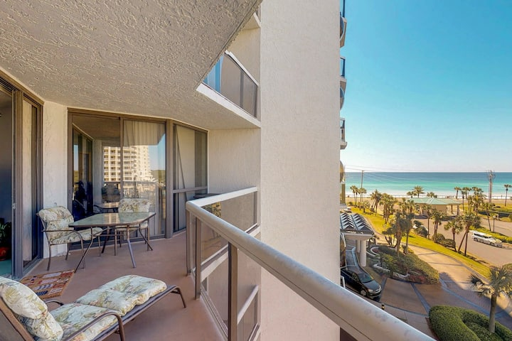 Bright Gulf view condo w/ shared pool, hot tub, tennis & easy beach access!