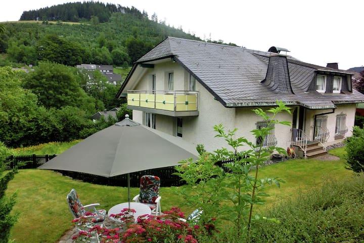 Appartement moderne à Schwalefeld près du domaine skiable