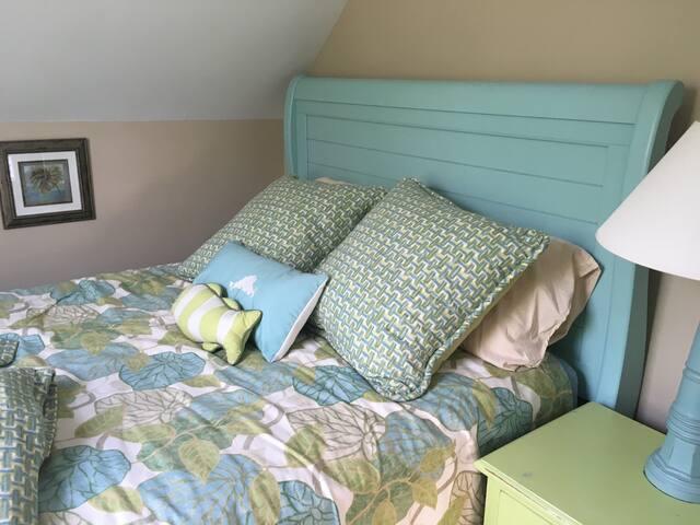 Spindrift Cottage: Guest Bedroom - Oak Bluffs - Casa