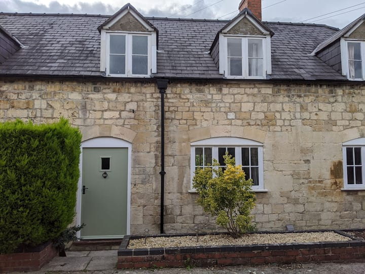 Beautiful Cotswold cottage - in unique location