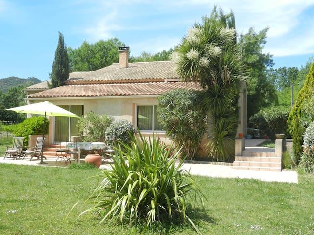 Villa en pleine nature - Le Val - Casa