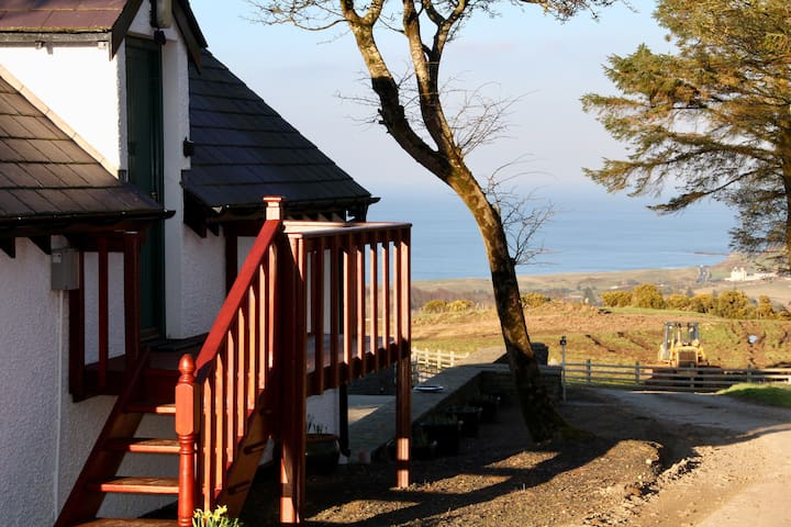 Cosy 'Fairview' Cottage, views across the sea