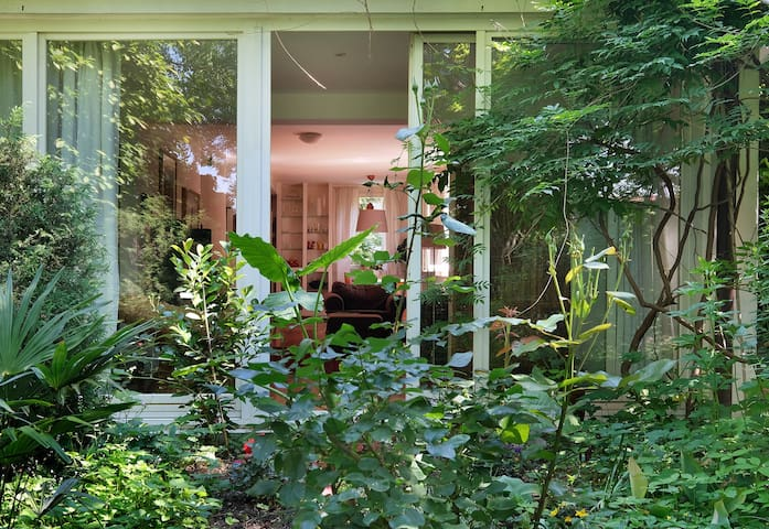 BEAUTIFUL BRIGHT HOUSE WITH GARDEN