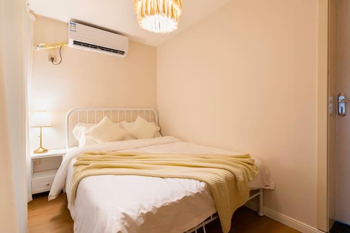 次卧卧:2*1.5米双人床