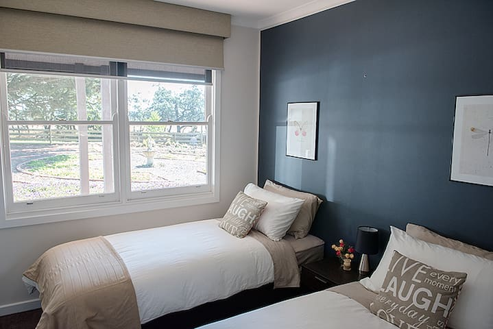 Bedroom 3 - twin bed option (can be joined to form a king sized bed)