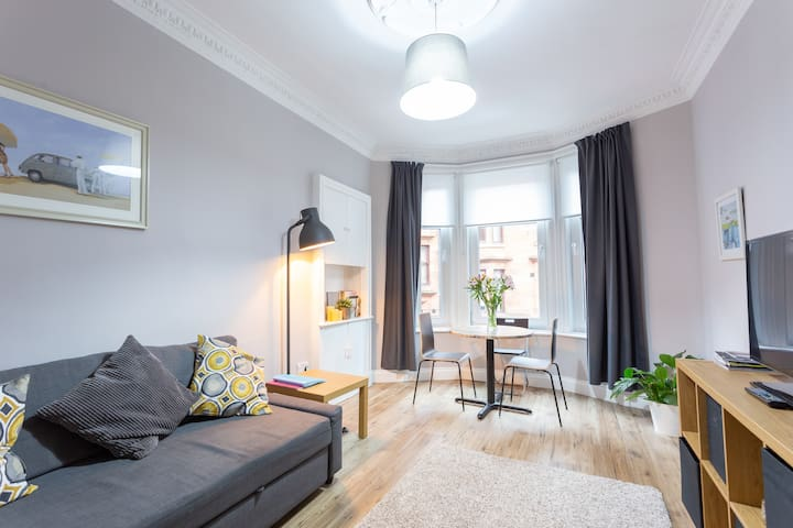 Quick easy access to city centre lux Westend flat