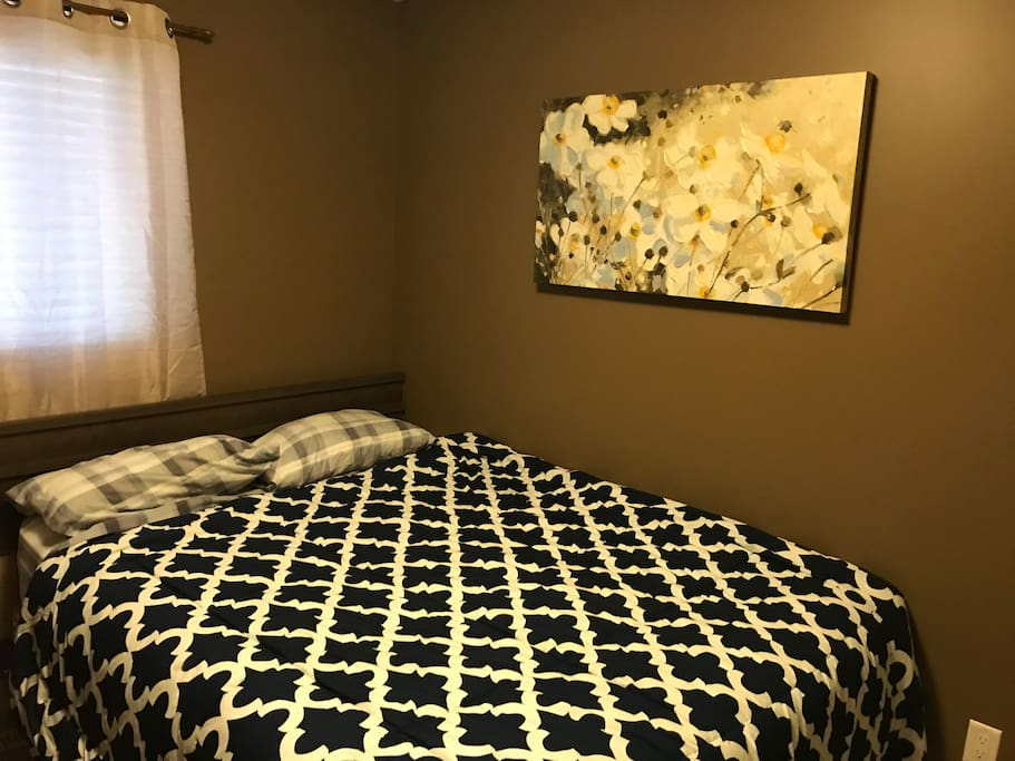 cozy bedroom with queen bed for up to 2 guest. Netflix available on wall-mounted TV